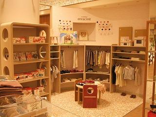 子供用品店店内内装工事及び家具・什器取付