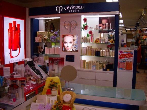 化粧品販売店陳列棚